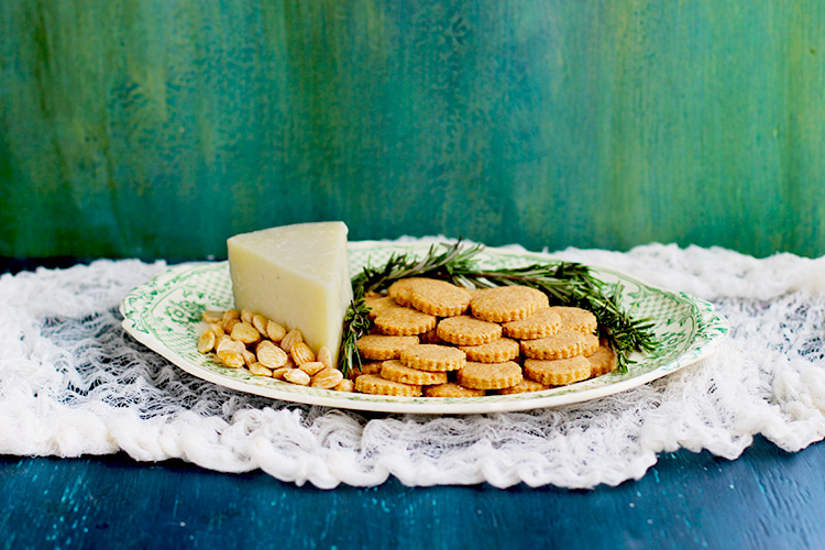 Manchego-Shortbread-Crackers