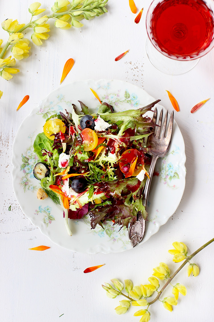 Herb-Salad-with-Hibiscus-Vinaigrette